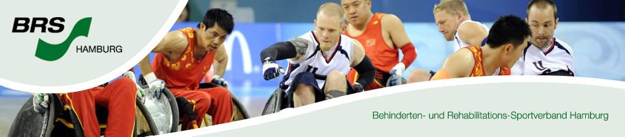 Rollstuhlbasketball im Spiel mit Banner und Logo des BRS- Hamburg