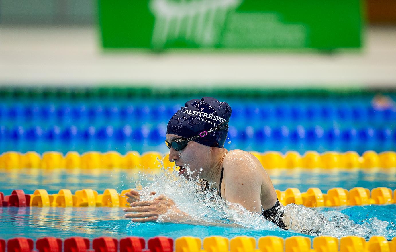 Bild: Anna Josephine Schulz (17) auf dem Weg ins Finale über 50 Meter Brustschwimmen. Foto: Ralf Kuckuck.